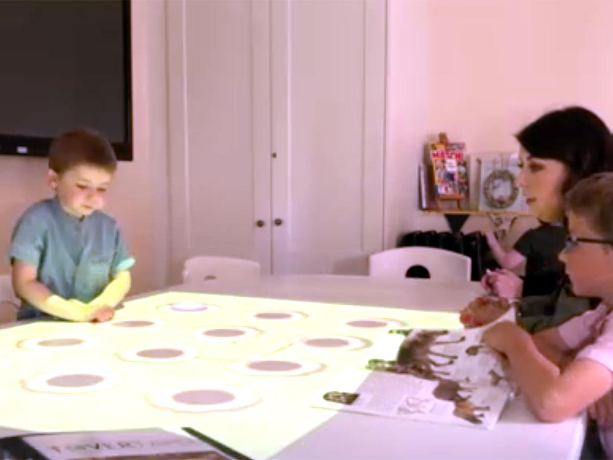 インタラクティブなゲームのテーブルが発達障害の子の能力を育む t8