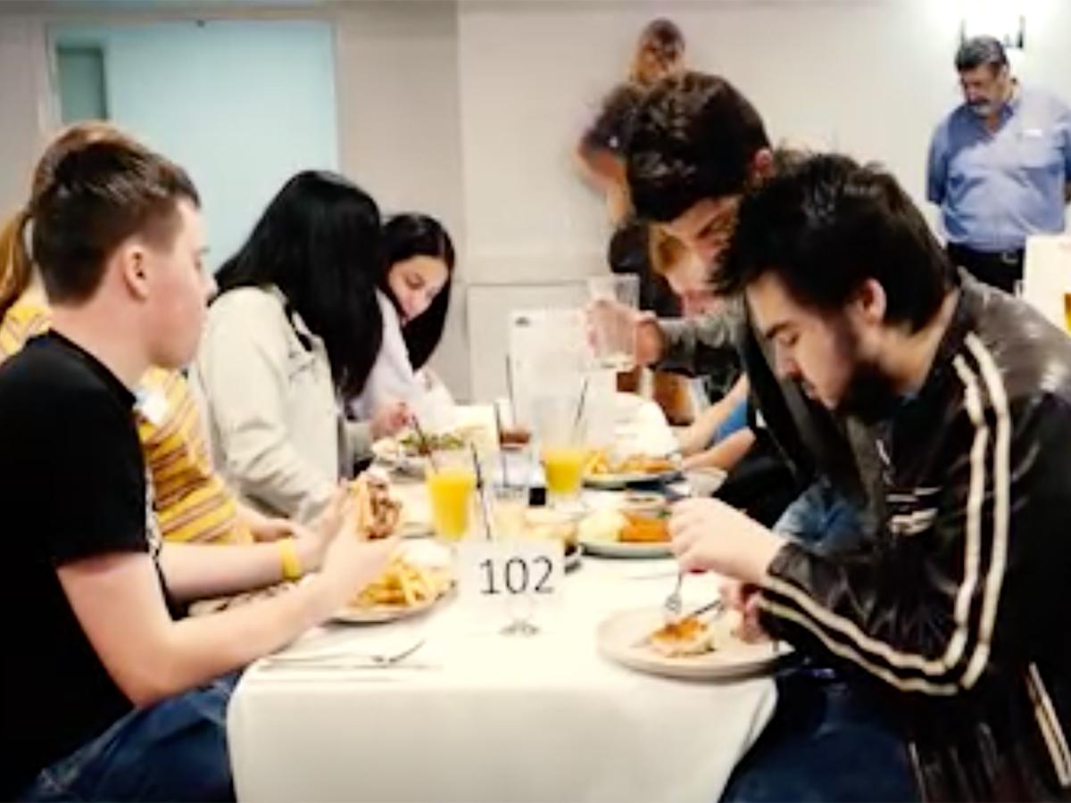 発達障害の大人たちが交流し孤独でないことを感じられる夕食会 y2