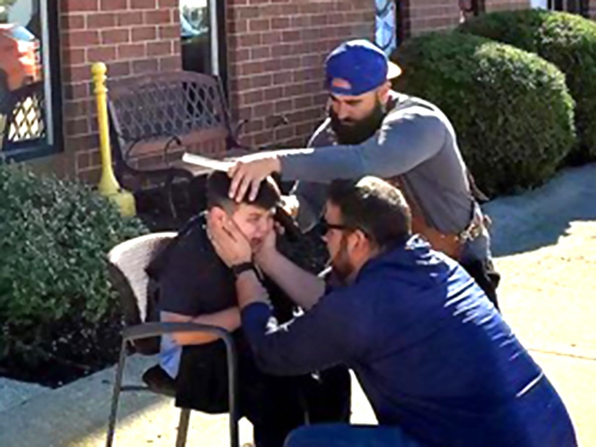 すぐに泣き出した発達障害の息子の髪を外で切ってくれた理髪店
