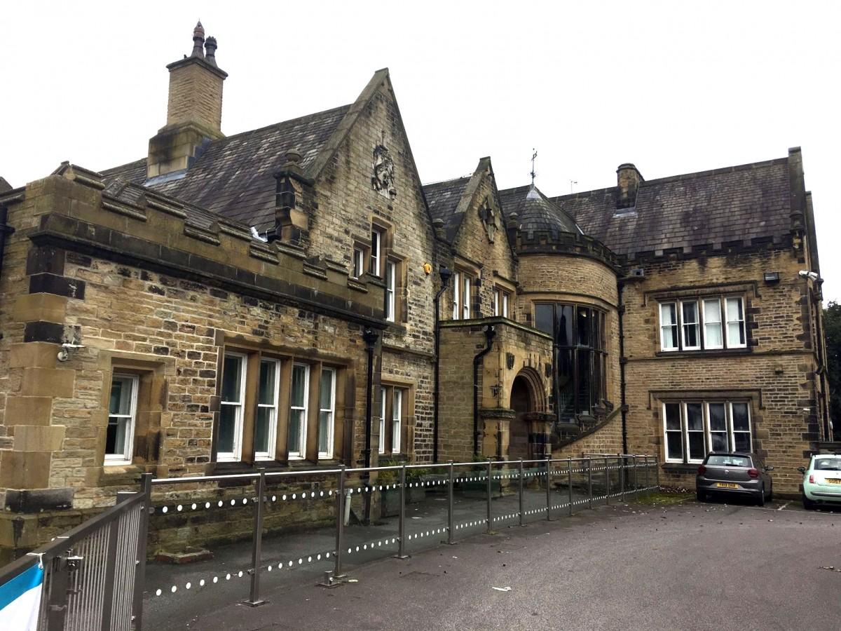 2人の子に一人の大人がつく英国の自閉症専門の特別支援学校 s10