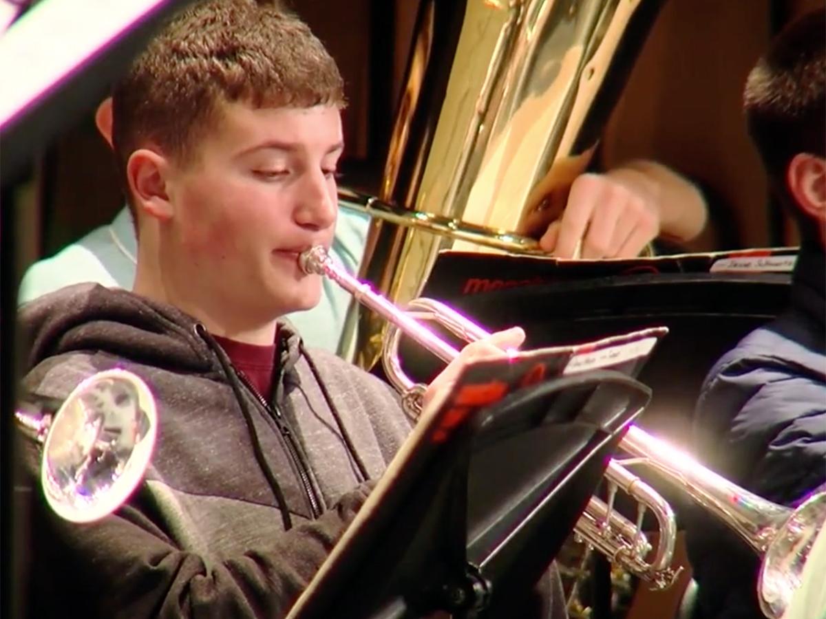発達障害少年はピアノからトランペットに変えオーケストラで活躍 o10