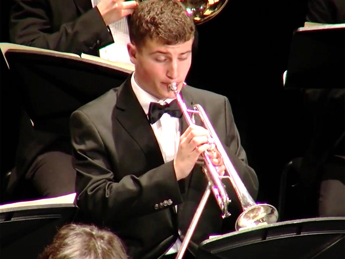 発達障害少年はピアノからトランペットに変えオーケストラで活躍