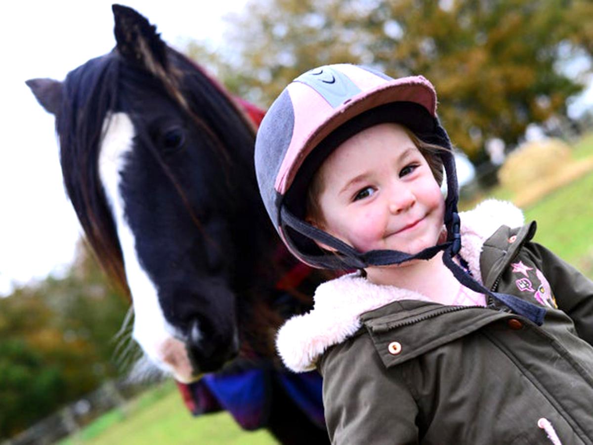発達障害の子たちが馬と過ごし他人と違っていいことがわかる場所