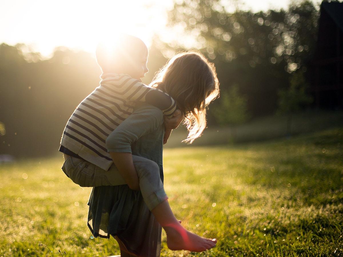 知的障害のある子どものきょうだいは支援的で優しい。研究結果