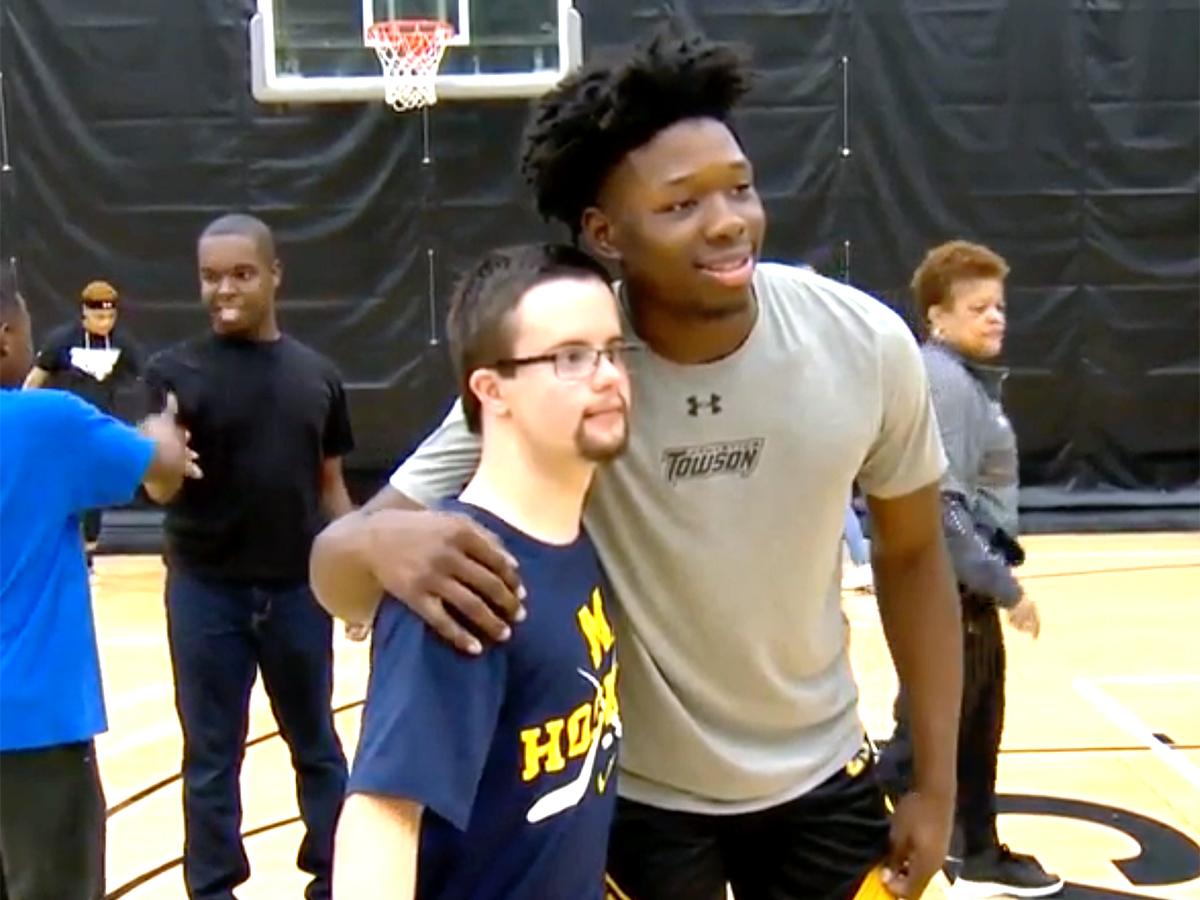自閉症の人たちとのバスケットボール。選手たちにも最高の時間