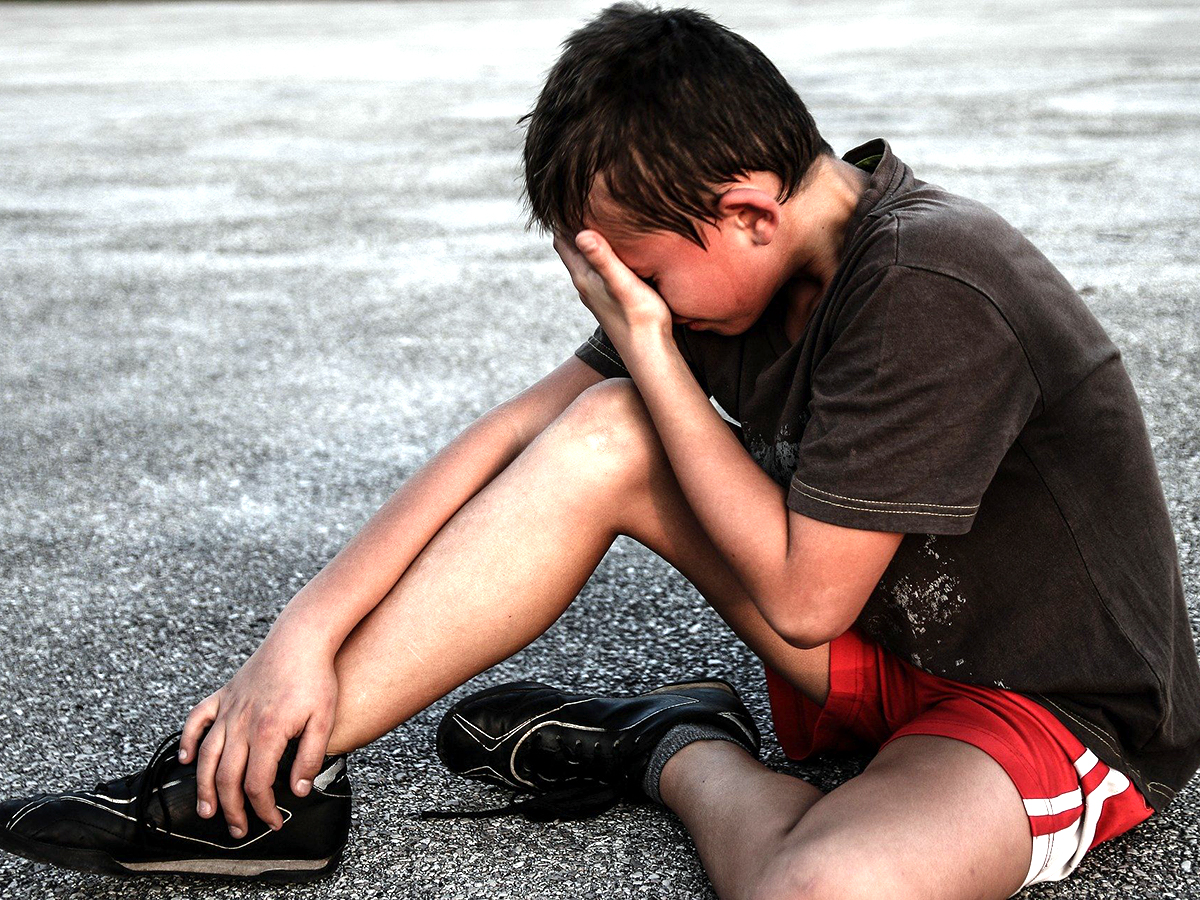 自閉症の人の自傷行為について10年間の追跡調査を行った研究