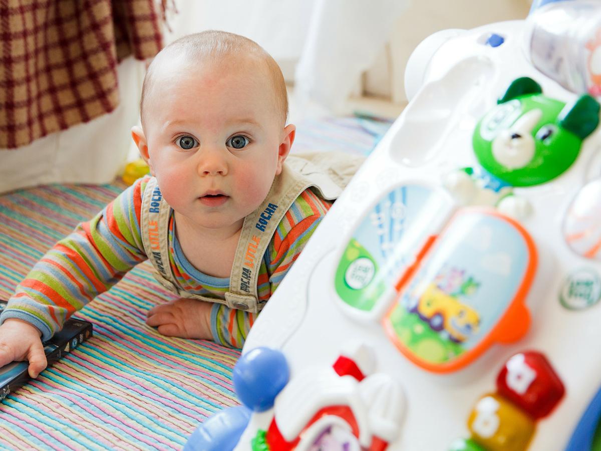 早期療育を助ける、生後6ヶ月でみせる自閉症の兆候行動の研究 b2-3