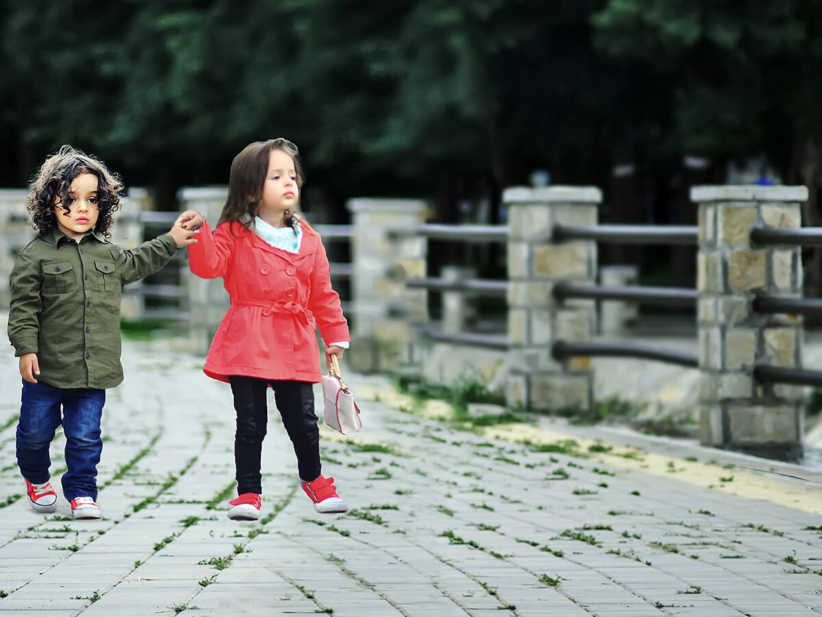 自閉症と診断される女の子が少ない誤り、なくせるAIの利用 g1