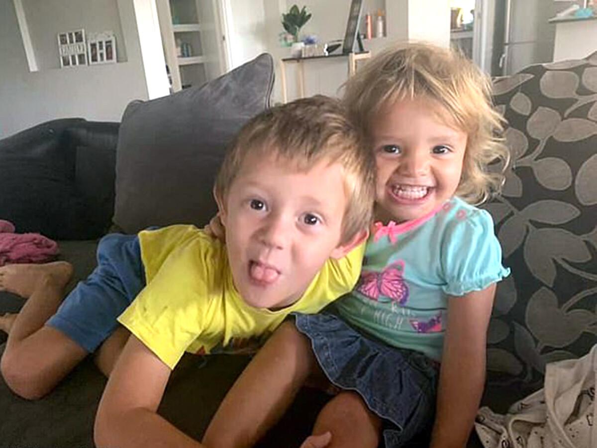 自閉症の5歳の兄がけがを負いながらもカンガルーから妹を救う