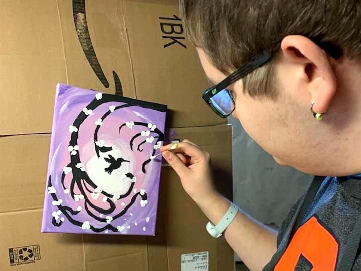 ずっと家にいたから、自閉症の青年は創造性を発見し育めた