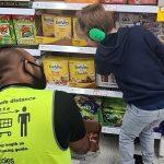 多くの称賛。自閉症の息子にスーパーの店員さんがしてくれたこと